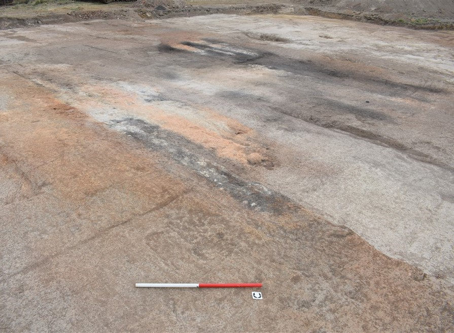 Figure 2, Fire-reddened and charcoal stained bands in the earth provide evidence of the brick clamp. (Source: GML 2018)